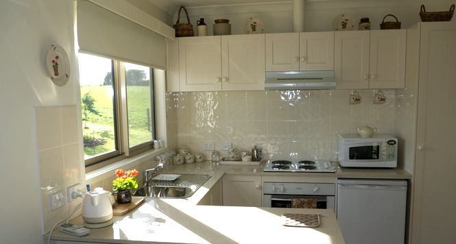 Little Lake Cottage boasts a fully-equipped kitchen with stove, microwave, kettle, fridge and more...